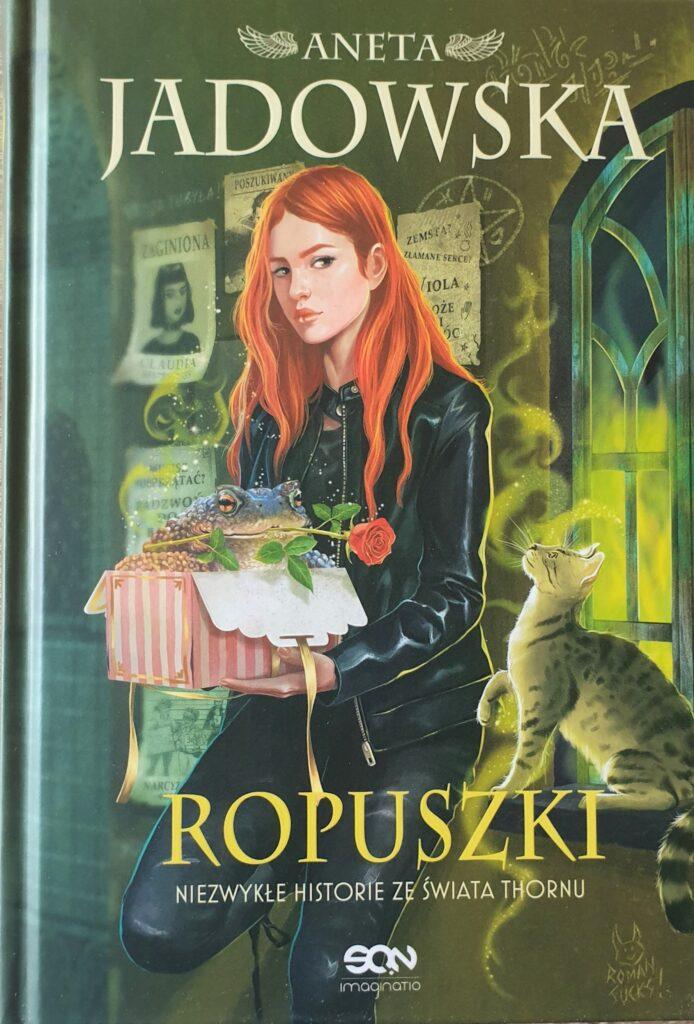 """Zdjęcie przedstawia książkę """"Ropuszki. Niezwykłe historie ze świata Thoru""""."""