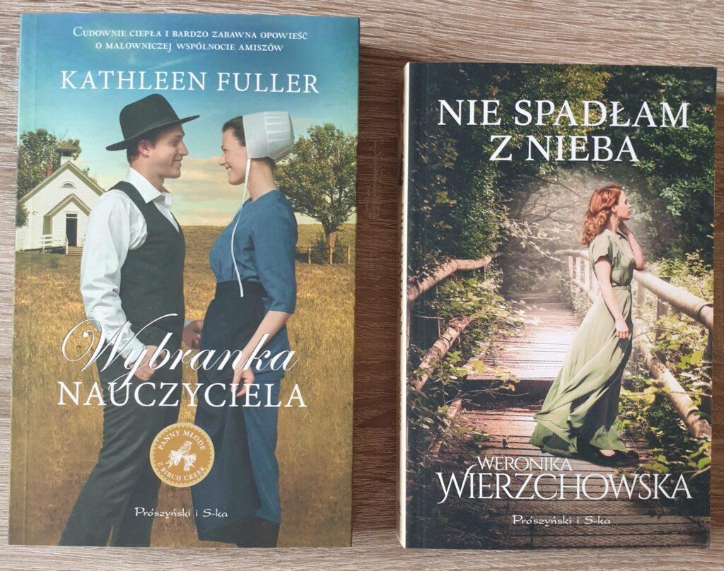 """Zdjęcie przedstawia dwie książki """"Wybranka nauczyciela"""" i """"Nie spadłam z nieba""""."""