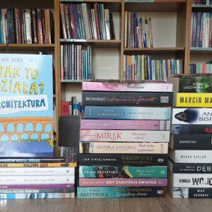 Na zdjęciu przedstawione są książki nowości